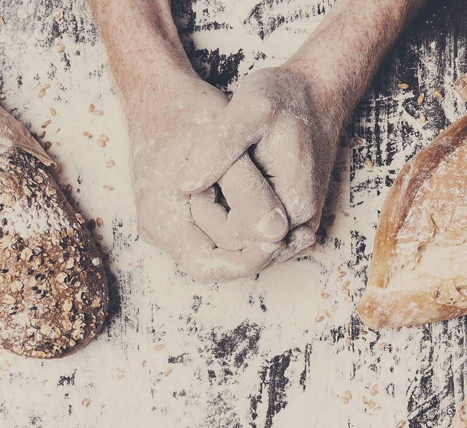 Lavorazione artigianale del pane da Viganò